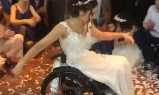 Ελληνίδα νύφη χόρεψε το πιο συγκινητικό ζεϊμπέκικο που έχετε δει