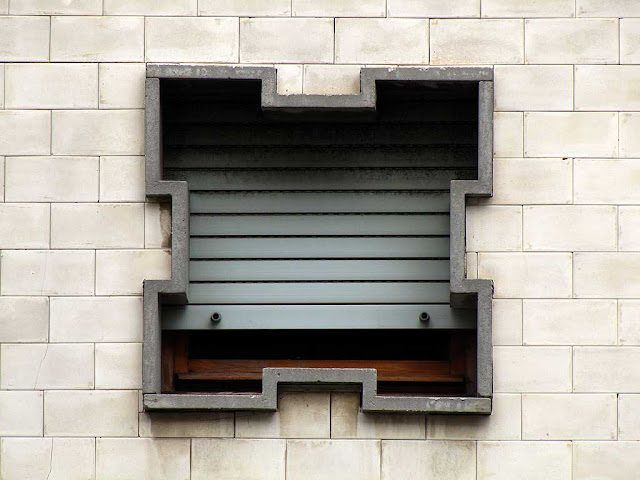 Strange window, Livorno