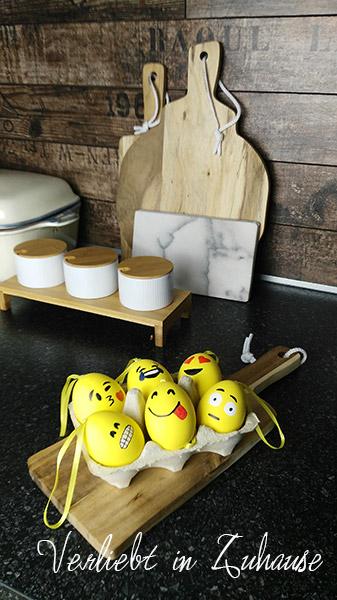 Meine Emoji Ostereier machen sich doch gut in meiner Lieblingsecke :-)