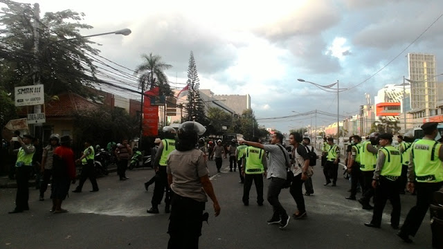 Terbongkar, Ratusan Pendemo Yang Menyerang Ahok Mengaku Dari FPI
