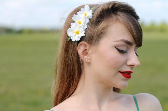 Shazam daisy hair flower clip