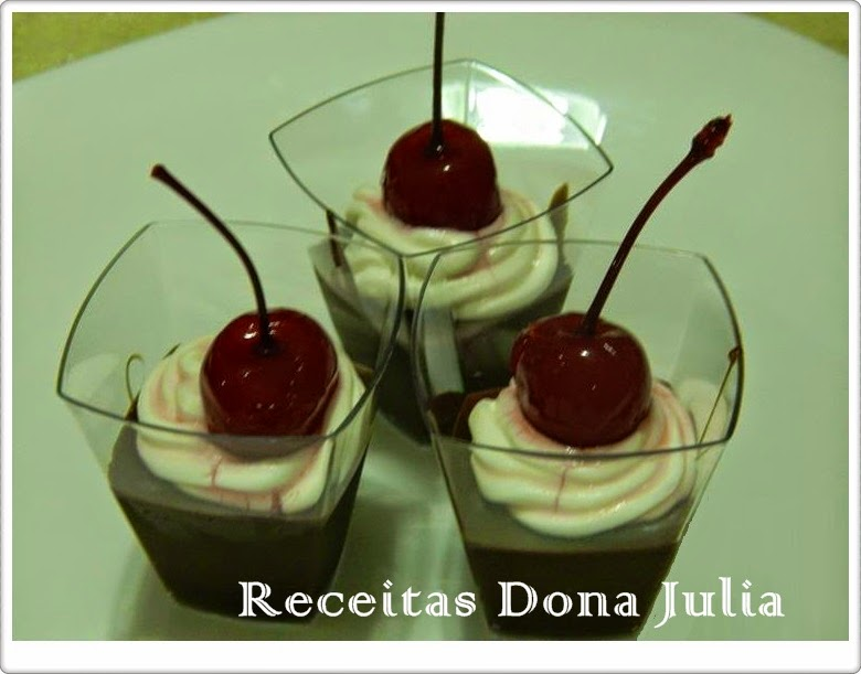 Doce de copinho chocolate com chantili