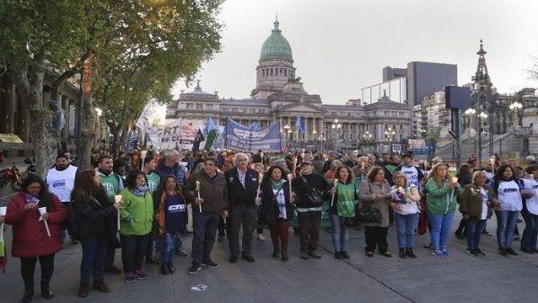 Harán marcha de antorchas en Argentina en contra de tarifazos