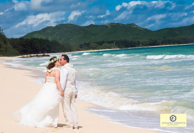 wedding photography at China Walls in Oahu