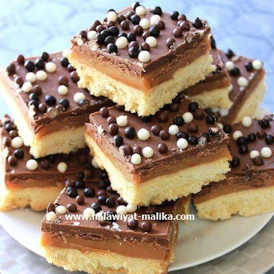 مربعات بسكويت الكراميل والشوكولاته