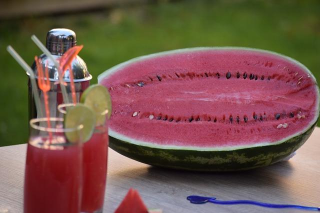 Os benefícios do suco de melancia para emagrecer