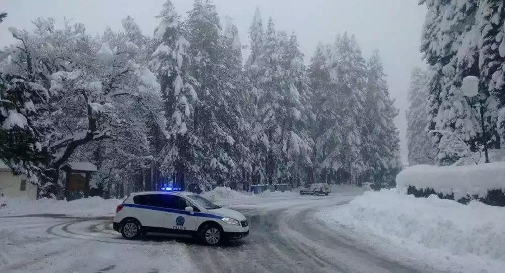 Έφτασαν και στην Αττική τα χιόνια - Διακοπή κυκλοφορίας από το ύψος του τελεφερίκ - Βίντεο