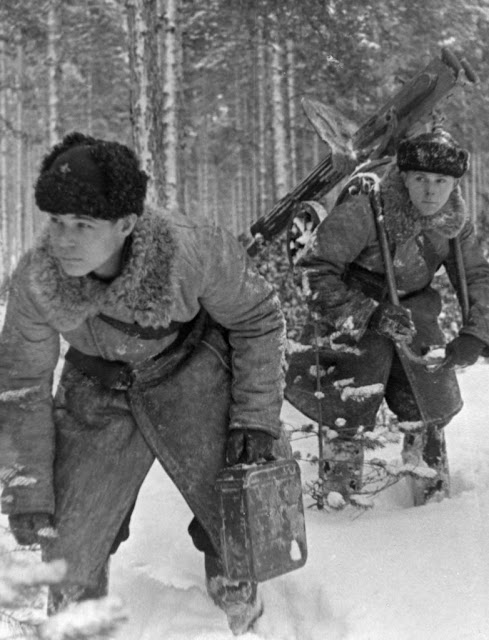 6 February 1940 worldwartwo.filminspector.com Maxim machine gun crew