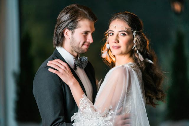 Fryzura ślubna z opaską na czoło