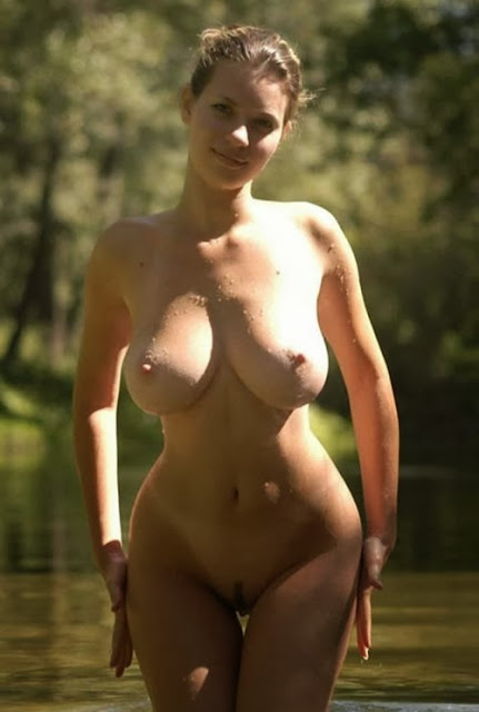 Girl+with+Huge+Tits+and+Curves