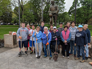 a hearty bunch of Garden Club members, boys scouts and high schoolers were working on the flower beds at the Town Common and willingly posed for the photo
