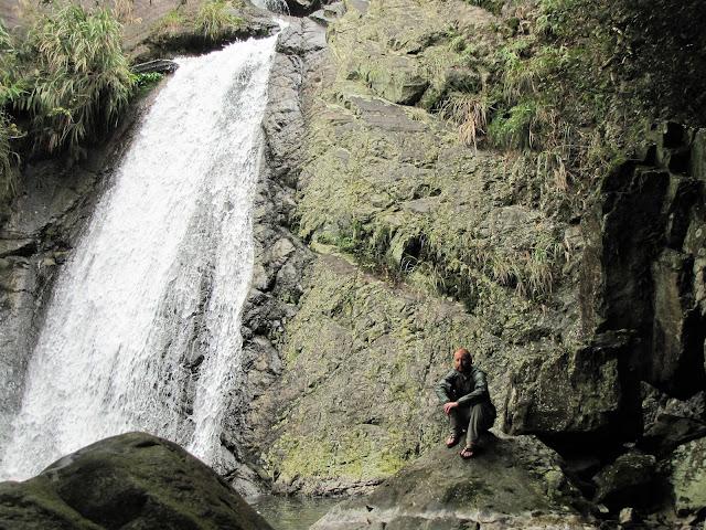 houdongkeng waterfall yilan taiwan