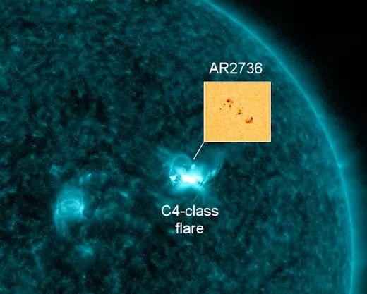 La mancha solar ar2736 se extiende a mas de 100,000 km a través del sol y esta liberando cme hacia la tierra.