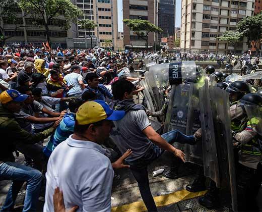 ¡EN IMAGENES Y VIDEO! La fuerte represión a la marcha opositoras con lacrimógenas, agua y gas pimienta