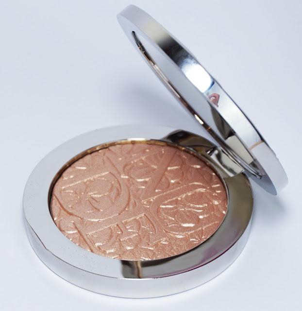 Dior - Diorskin Nude Air Illuminating Powder (002 Glowing Nude)