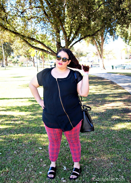 red plaid, plus size jeans, forever 21, plus fashion, old navy, h and m, outfits, latina blogger, pearson park, california, fashion over 40