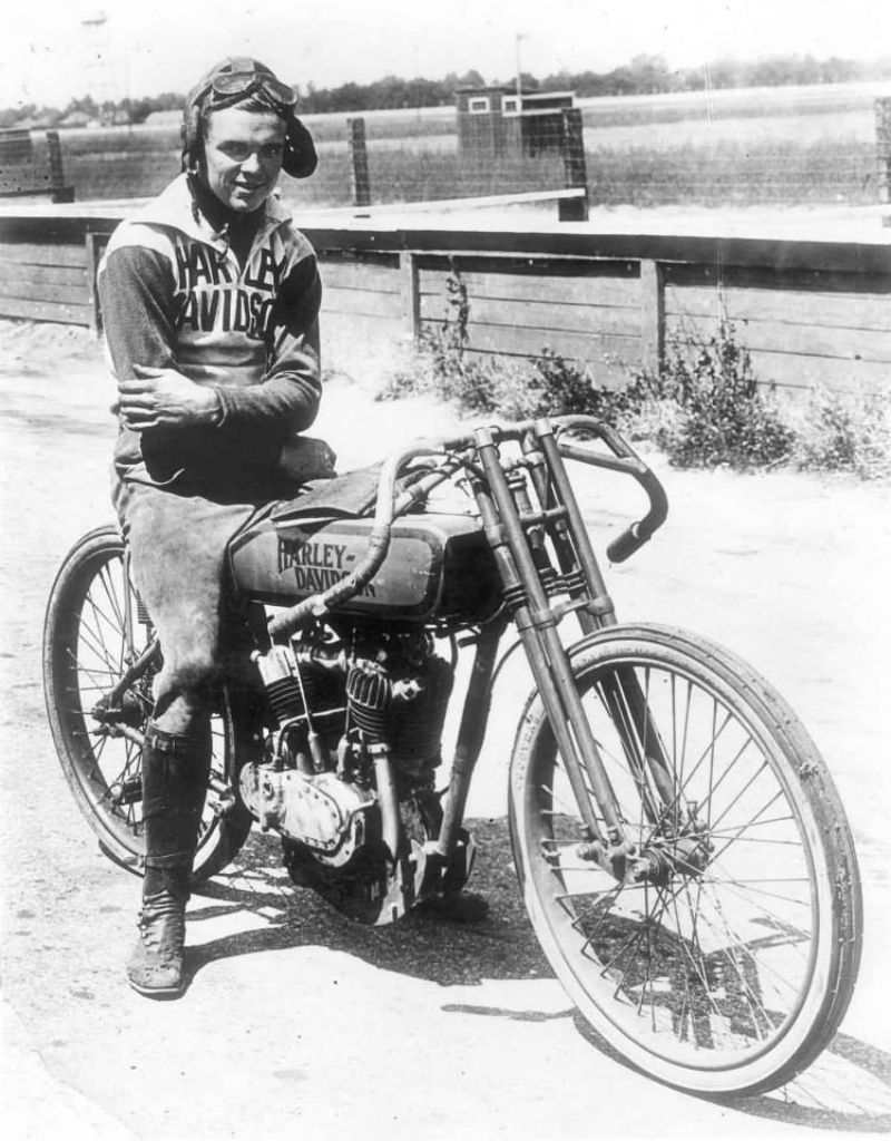 15 Fascinating Vintage Photographs Of Motorcycle Riders