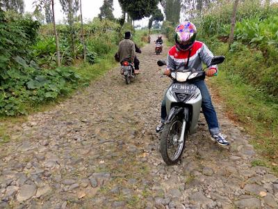 jalan menuju desa bowongso