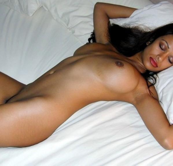 pretty naked women slaves