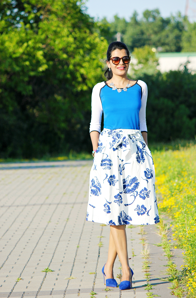 Zara Printed Skirt, Baseball Tee, Blue D'orsay Pumps, Summer Outfit Ideas, Hibiscus Prints, Gathered Skirt