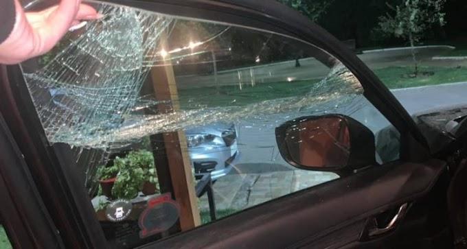 Mujer denuncia ataque de ciclistas en cerro San Cristóbal: golpearon su vehículo con su hija adentro