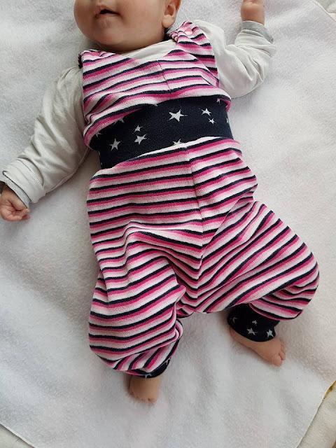 Spielhose für Baby nähen: Schnittmuster