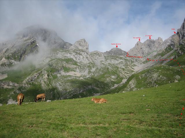 Rutas Montaña Asturias: Desde inmediaciones del Refugio de Meicín, vista de los castillines y el Siete