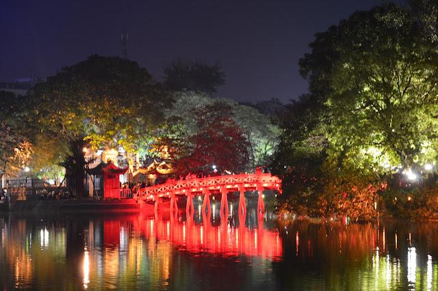 Virée nocturne aux abords du lac à Hanoi