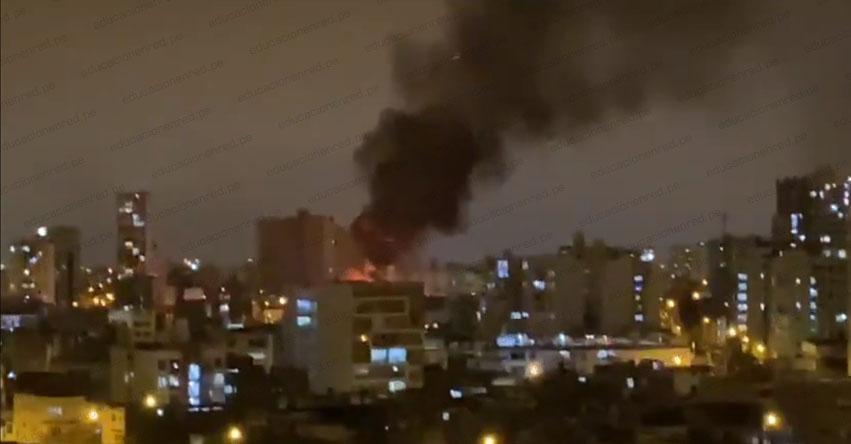 INCENDIO EN JESÚS MARÍA: Incendio en Colegio Santa María de Fátima (Cuadra 11 Av. Brasil) VIDEO