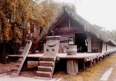 Nhà rông mộc mạc ở ninh tây
