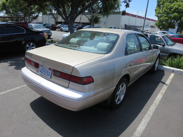 1999 Camry has panels with different colors & peeling clear coat.