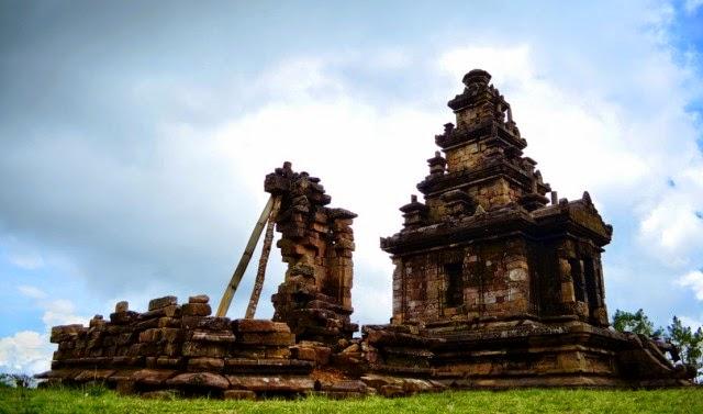 merupakan salah satu kerajaan terbesar yang berdiri pada abad ke 20 Peninggalan Kerajaan Mataram Kuno Lengkap Candi Prasasti