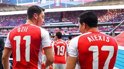 Arsenal Lebih Memilih Jual Ozil Daripada Sanchez