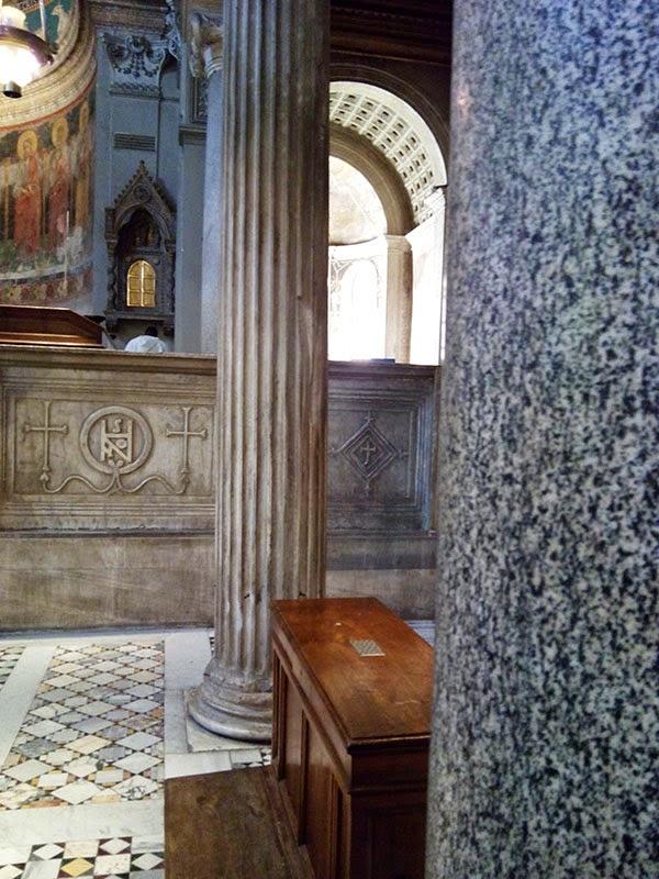 sao clemente colunas - A Basílica de São Clemente