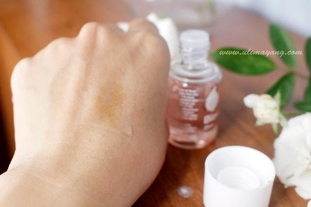 swatch-teskture-bio-oil-minyak-wajah-untuk-kulit-kering-sangat-melembabkan-penghilang-strachmark-bekas-luka-keriput