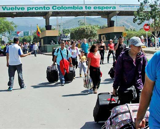 ¡MÁS DE UN MILLÓN DE PERSONAS HAN HUIDO A COLOMBIA! El triste éxodo de los venezolanos a Colombia