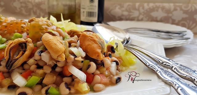 Carillas en ensalada tibia con salpicón de mejillones