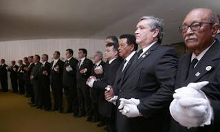 Maçons fazem ato na Câmara aos gritos de 'masmorras ao comunismo'