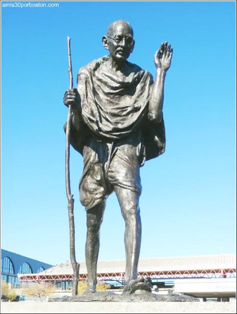 Escultura Ghandi, embarcadero