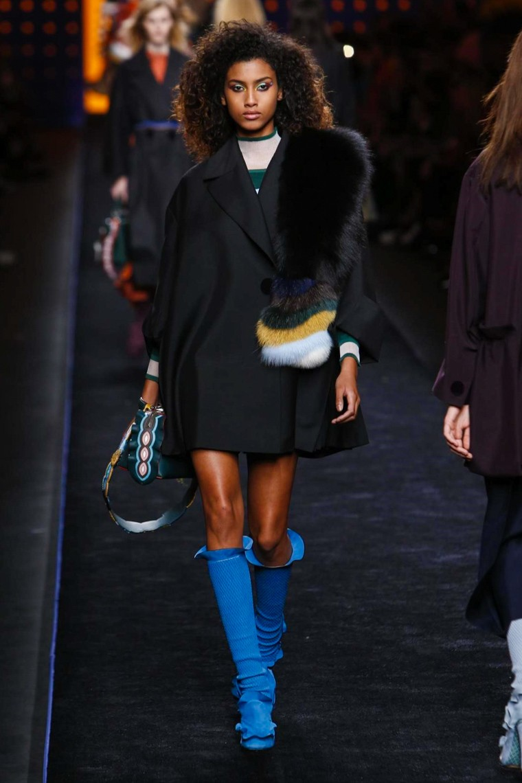 fendi-fall-winter-2016-2017-collection-milan-fashion-week, fendi-fall-winter-2016-2017, fendi-fall-winter-2016, fendi-fall-winter-2017, fendi-fall-2016, fendi-fall-2017, fendi-fall-winter-kendall-jenner, fendi-kendall-jenner, du-dessin-aux-podiums-dudessinauxpodiums, kendall-jenner-first-face-fendi