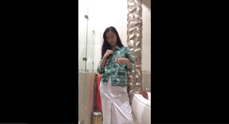 Siswi al-azhar pamer body HOT - Video Cewek
