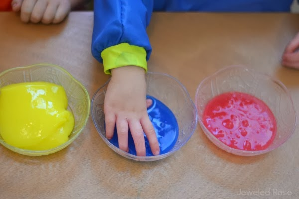 A NEW and Safe Way to Make Slime for Kids {Edible & borax free}