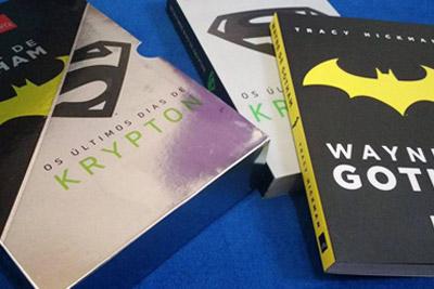 box com dois livros: Wayne de Gotham e Os Últimos Dias de Krypton