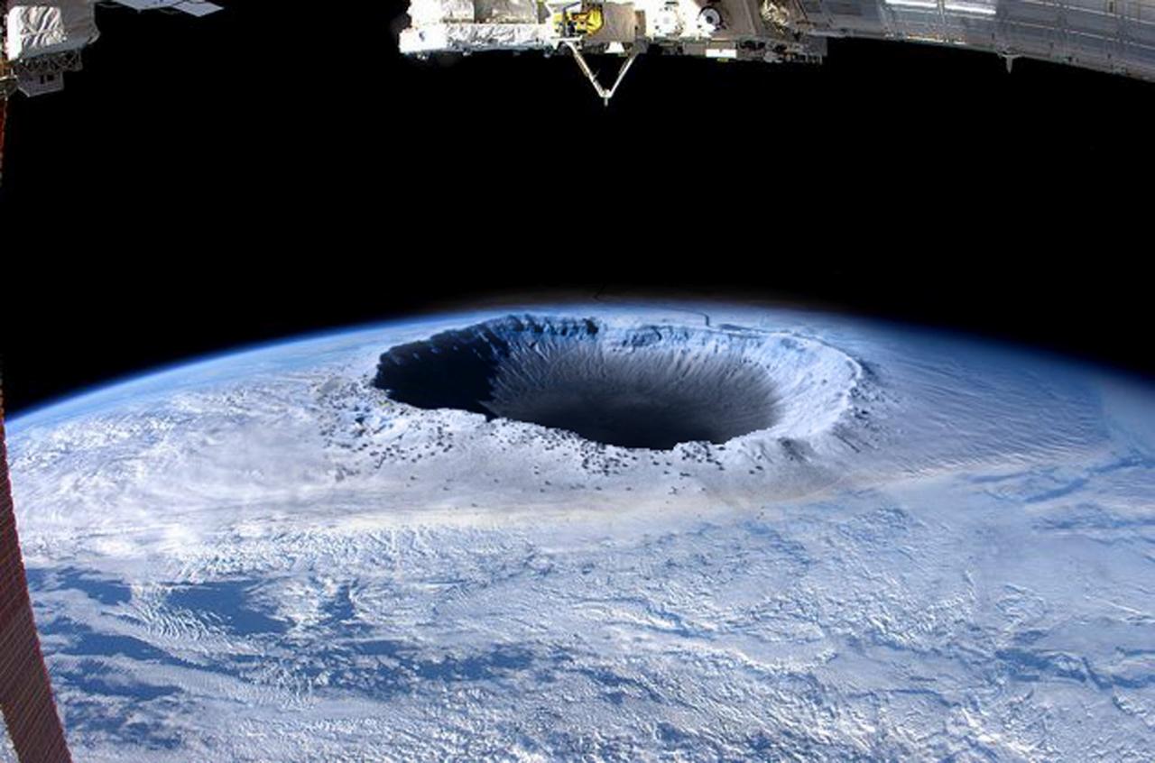 Teoria da Terra Oca retorna nem sei de onde