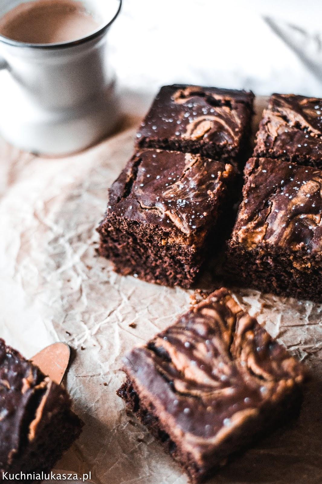 Szybkie ciasto czekoladowe z masłem orzechowym