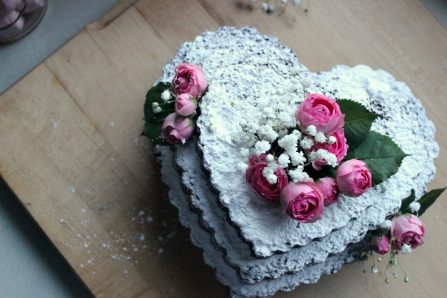 Valentine's Day Naked Cake with Roses