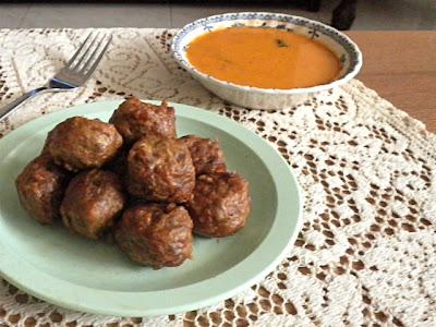 Kofta (Meatball) Curry Recipe @ treatntrick.blogspot.com