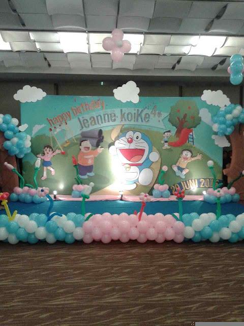 dekorasi balon dan backdrop tema doraemon acara ultah anak