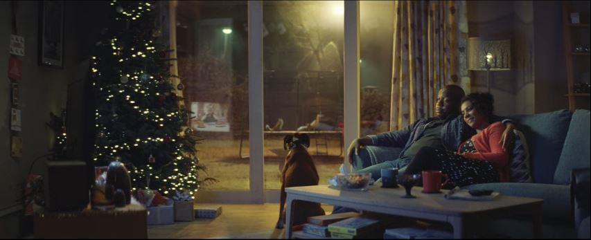 Canzone John Lewis pubblicità con cane e animali che saltano su un tappeto elastico - Musica spot Novembre 2016