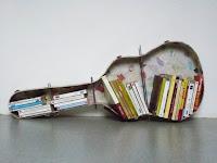 biblioteca DIY en guitarra reciclada